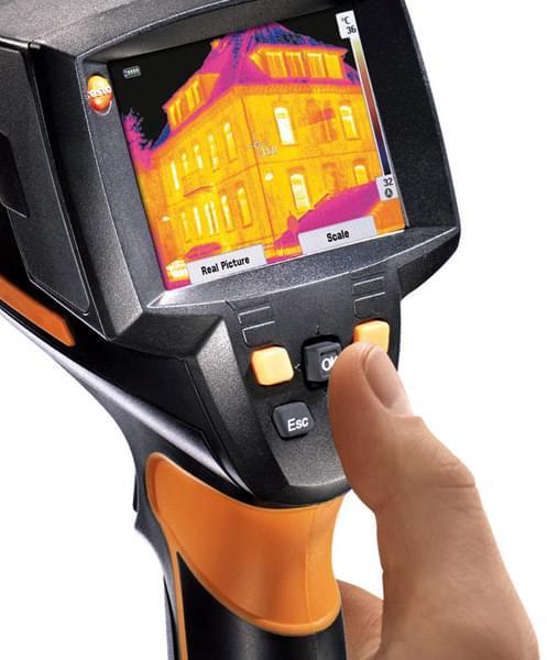 szczelny dom pomiar kamerą termowizyjną