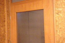 drzwi do pomieszczenia