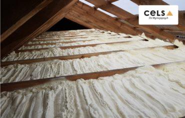 ocieplanie pianą, ocieplanie cena, poddasze, dach, izolacja, pianka, dach,