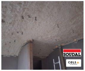 Ocieplenie pianą PUR otwarto-komórkową Soudal dachu nowego budynku